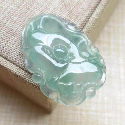NATURAL ICY  JADEITE PENDANT With certificate.