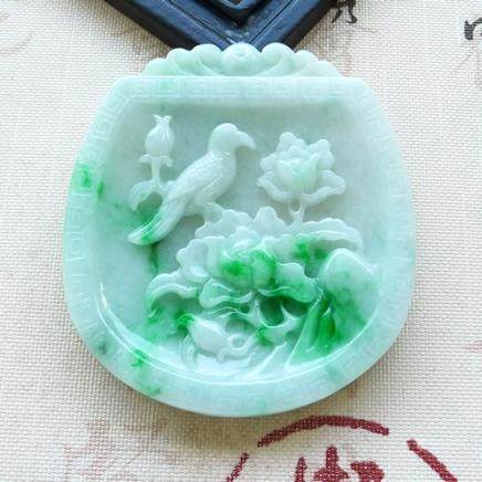 NATURAL  JADEITE PENDANT With certificate.