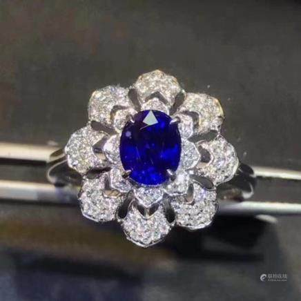 A NATURAL OVAL-SHAPED SRI LANKA SAPPHIRE RING