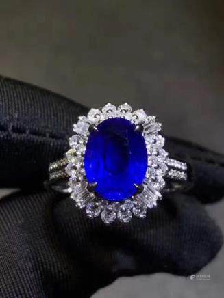 A NATURAL OVAL-SHAPED SAPPHIRE RING