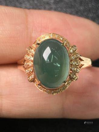 A NATURAL OVAL-SHAPED YOUQING JADEITE RING