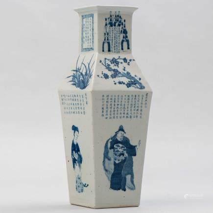 Jarrón chino de forma poligonal en porcelana china. Trabajo Chino, Siglo XIX/XX