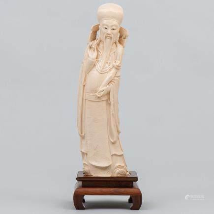 """""""Emperador"""" Figura escultórica en marfil tallado. Trabajo Chino, Finales del siglo XIX"""
