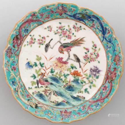 Fuente polilobulada en porcelana china familia verde. Trabajo Chino, Siglo XIX - XX