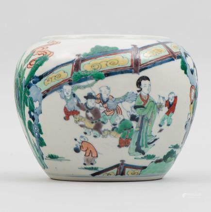Jardinera en porcelana china doucai. Trabajo Chino, Siglo XX