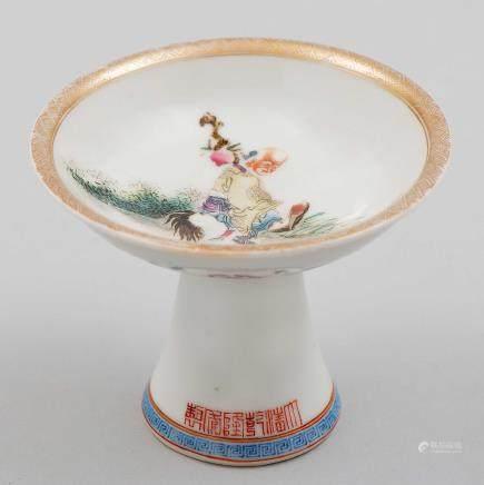 Pequeño centro en porcelana china. Trabajo Chino, Siglo XX