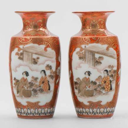 Pareja de jarroncitos en porcelana Kutani. Trabajo Japonés, Siglo XIX-XX