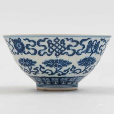 Cuenco en porcelana china azul y blanca. Trabajo Chino, Siglo XX