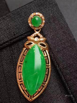 A NATURAL HORSE-EYE SHAPED LALV JADEITE PENDANT