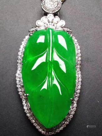 A NATURAL LEAF-SHAPED YANGLV JADEITE PENDANT