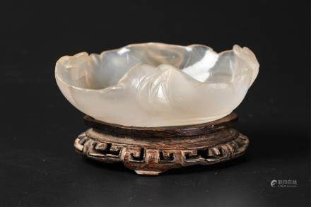 CHINESE AGATE CARVED LOTUS BRUSH WASHER