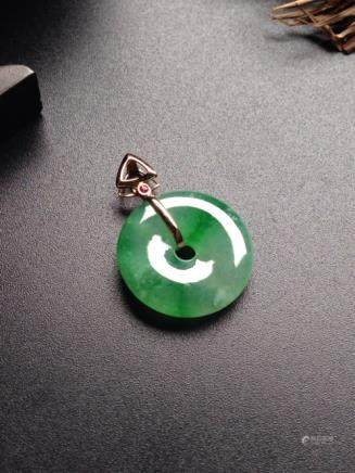 A PEACE BUCKLE DESIGN NATURAL 18KJADEITE PENDANT