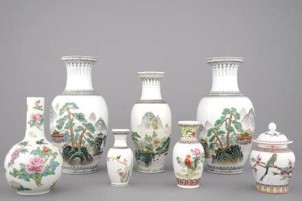 A collection of 7 Chinese porcelain vases, 20th C.