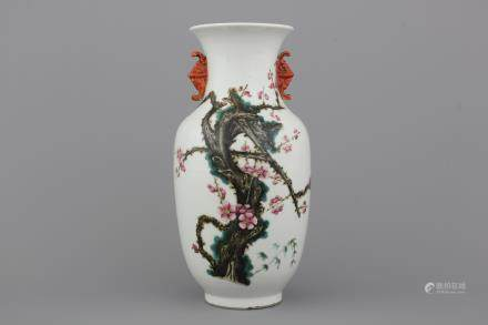 A Chinese porcelain famille rose vase with bat-shaped handles, 19/20th C.