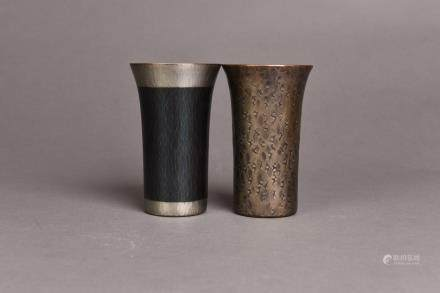 A SET OF TWO BRONZE CUPS, SHOWA PERIOD