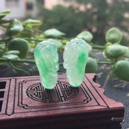A PAIR OF RUYI DRAGON  DESIGN NATURAL ICY JADEITE PENDANT With certificate