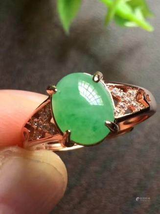 A NATURAL OVAL-SHAPED DOULV JADEITE RING