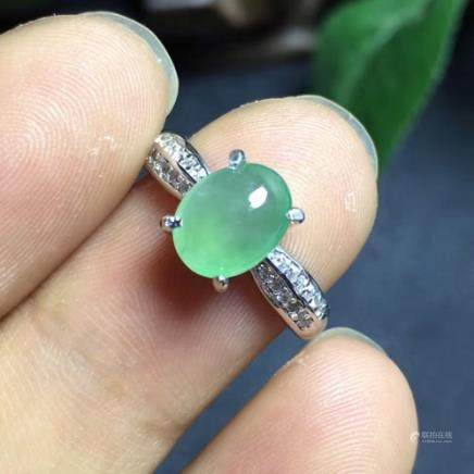 A NATURAL OVAL-SHAPED JADEITE RING