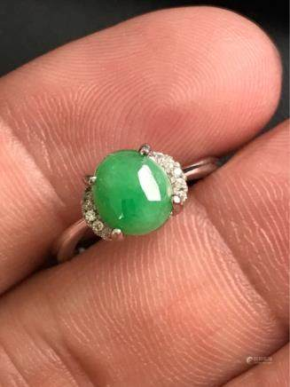 A NATURAL EGG-SHAPED MANLV JADEITE RING