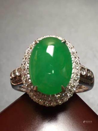 A NATURAL OVAL-SHAPED BINGLV JADEITE RING