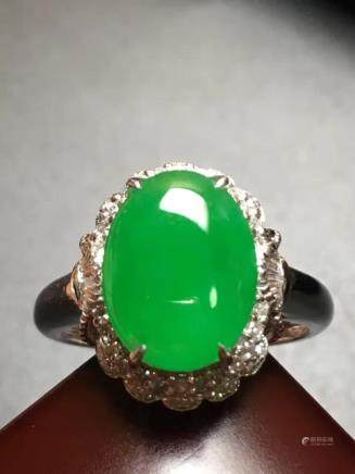 A NATURAL OVAL-SHAPED DIWANGLV JADEITE RING