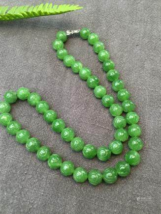 A NATURAL 48 BEADS HETIAN GREEN JADE NECKLACE