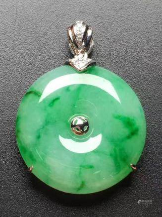 18k A NATURAL RING-SHAPED JADEITE PENDANT WITH CERTIFICATE