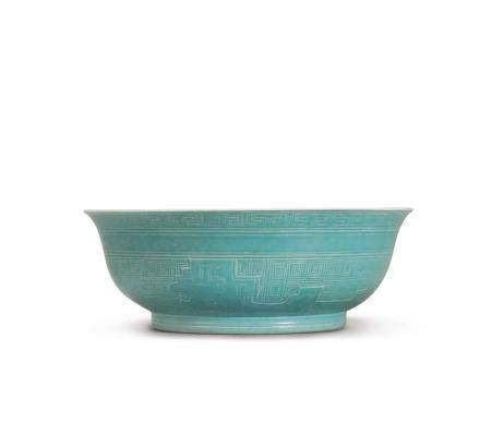 清雍正 淡松石綠釉淺浮雕夔龍紋盌 《大清雍正年製》款