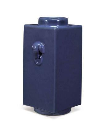 清乾隆   藍釉象耳銜環琮式瓶 《大清乾隆年製》款