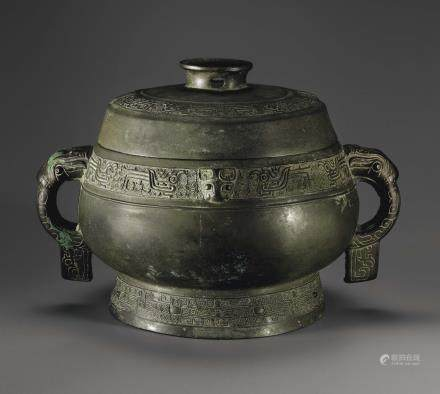 A BRONZE RITUAL FOOD VESSEL AND COVER, GUI