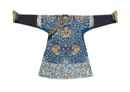 A FINELY EMBROIDERED BLUE SILK DRAGON ROBE, MANGPAO