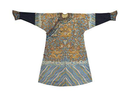 AN EMBROIDERED BROWN-GROUND SILK DRAGON ROBE, MANGPAO