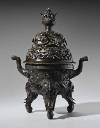 A LARGE BRONZE TRIPOD CENSER AND COVER
