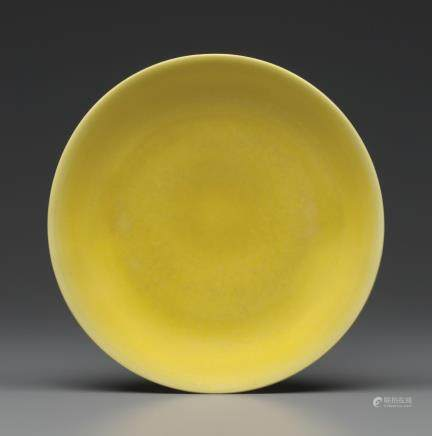 AN IMPERIAL YELLOW-GLAZED DISH