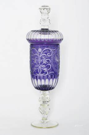 AN ENGRAVED CRYSTAL GLASS GOBLET AND COVER