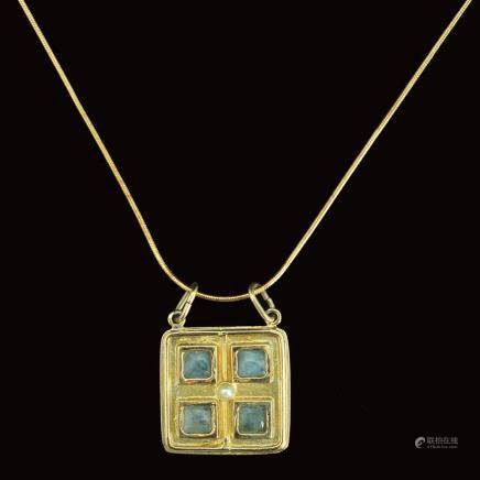 A 14K GOLD PENDANT AND NECKLACE