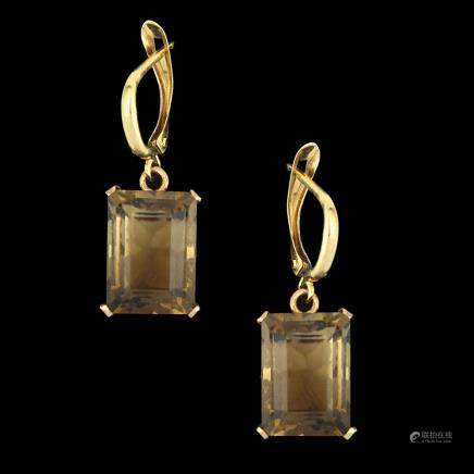 A PAIR OF 14K GOLD RETRO EARRINGS