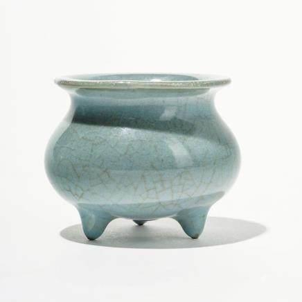 Brûle-parfum tripode, Chine, XIXe s  Porcelaine émaillée céladon, D 8,5 cm