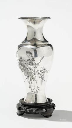 Vase, Chine, début XXe s Métal argenté, H 17 cm