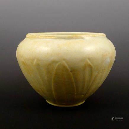 Song Dynasty Hutian kiln engraved lotus water pot