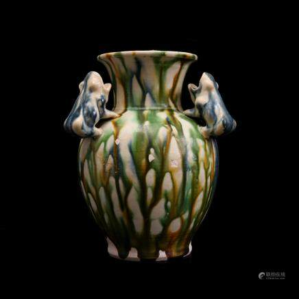 TANG DYNASTY, A TRI-COLOURED 'THREE TOAD' VASE