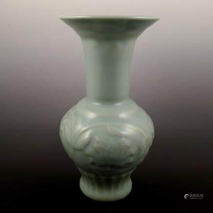 Ming Dynasty Longquan Kiln Vase