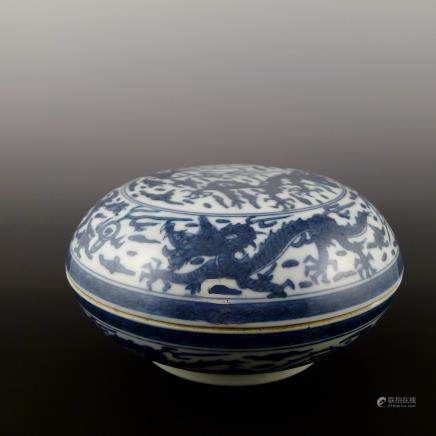 Ming Dynasty blue and white holding box