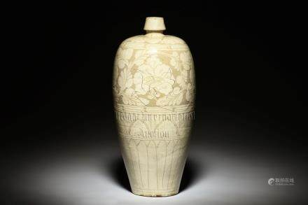 WHITE GLAZED AND CARVED 'FLOWERS' VASE