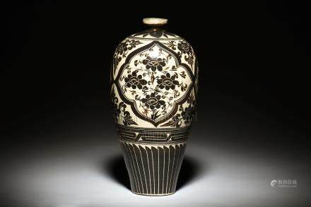 CIZHOU WARE BLACK AND WHITE VASE