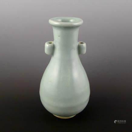 元代龍泉窯貫耳瓶