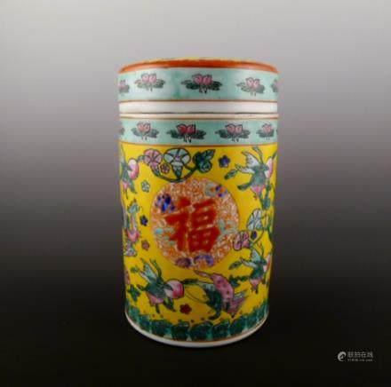 乾隆年款粉彩盖罐