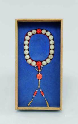 清 白玉鏤雕珊瑚珠十八籽手串