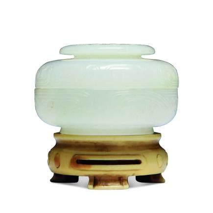 清 白玉古銅紋蓋盒