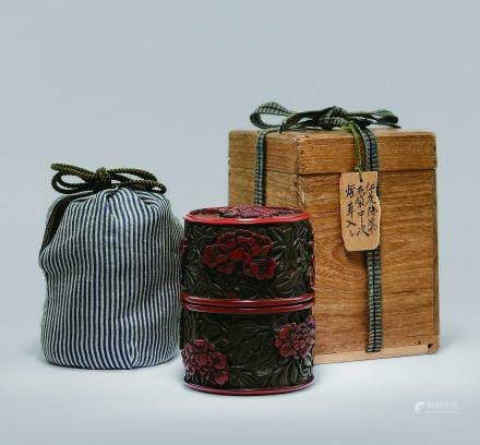 明 紅花綠葉布袋牡丹紋茶盒